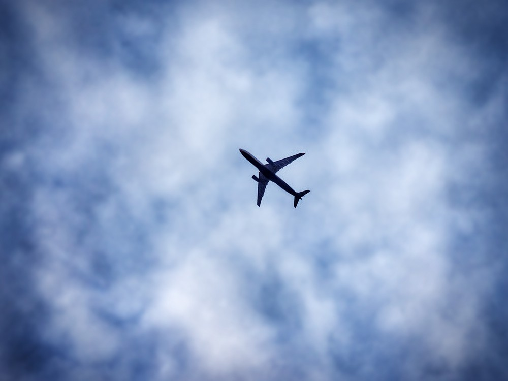 фото в небе самолет