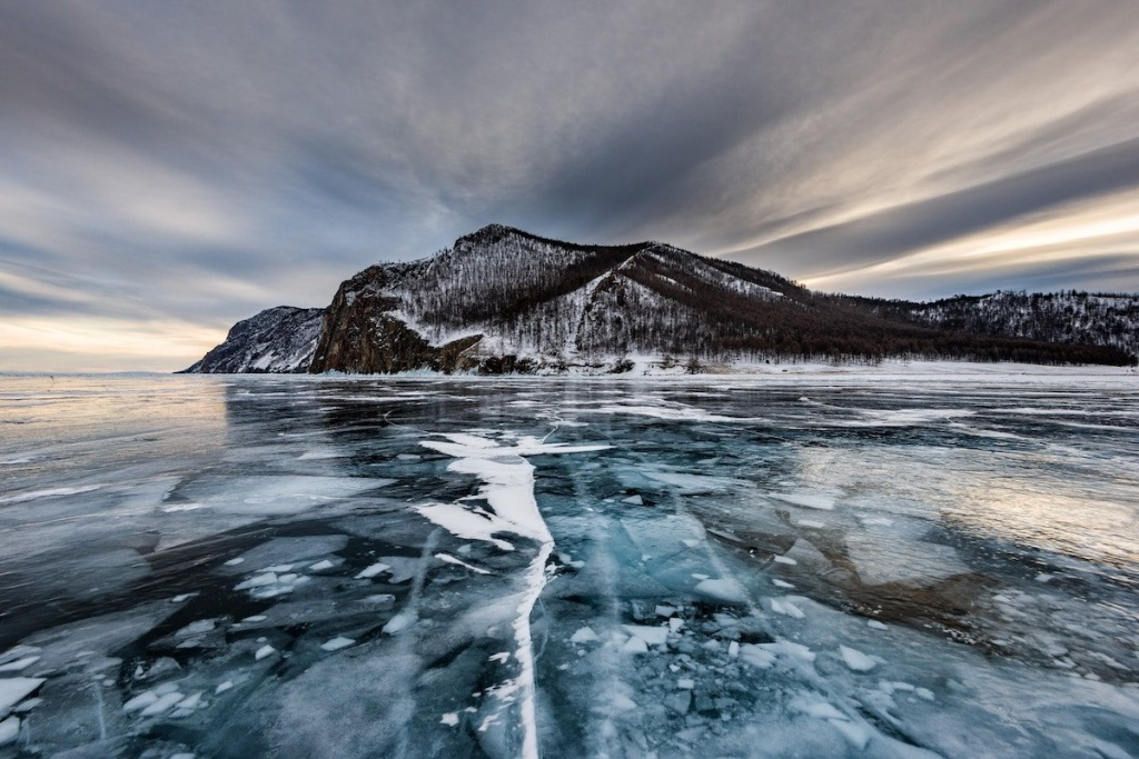 see-the-frozen-waters-of-lake-baikal-russia-min.jpg